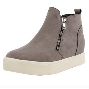 Shoes - high top fashion sneakers